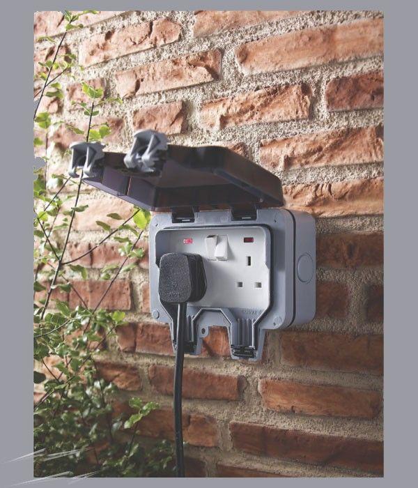 Weatherproof External Socket 13a 2gang BG WP22 Storm Outdoor Switched Socket