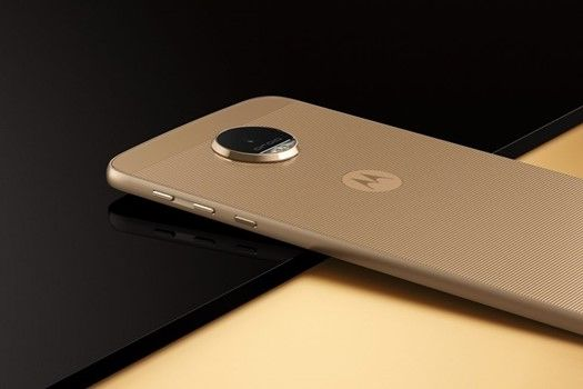 Moto Z http://play-it.ro/motorola-moto-z-a-fost-lansat-oficial-design-unic-si-specificatii-de-top/