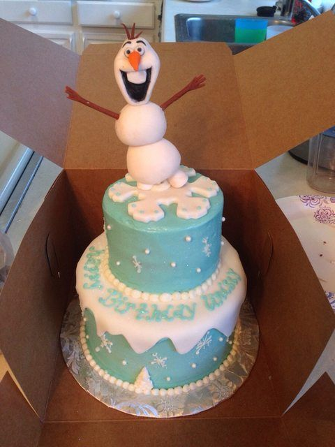 Frozen cake (with fondant Olaf!)