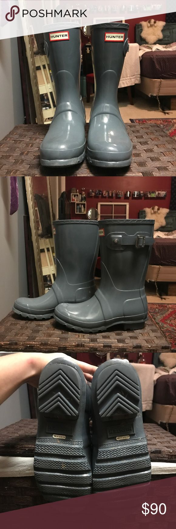 Short Hunter Rain Boots Grey/Light Blue Hunter's with a glossy finish! Great condition, only worn a handful of times. I will clean them before shipping but otherwise no harsh signs of wear. Will include original box! Make an offer✨ Hunter Boots Shoes Winter & Rain Boots