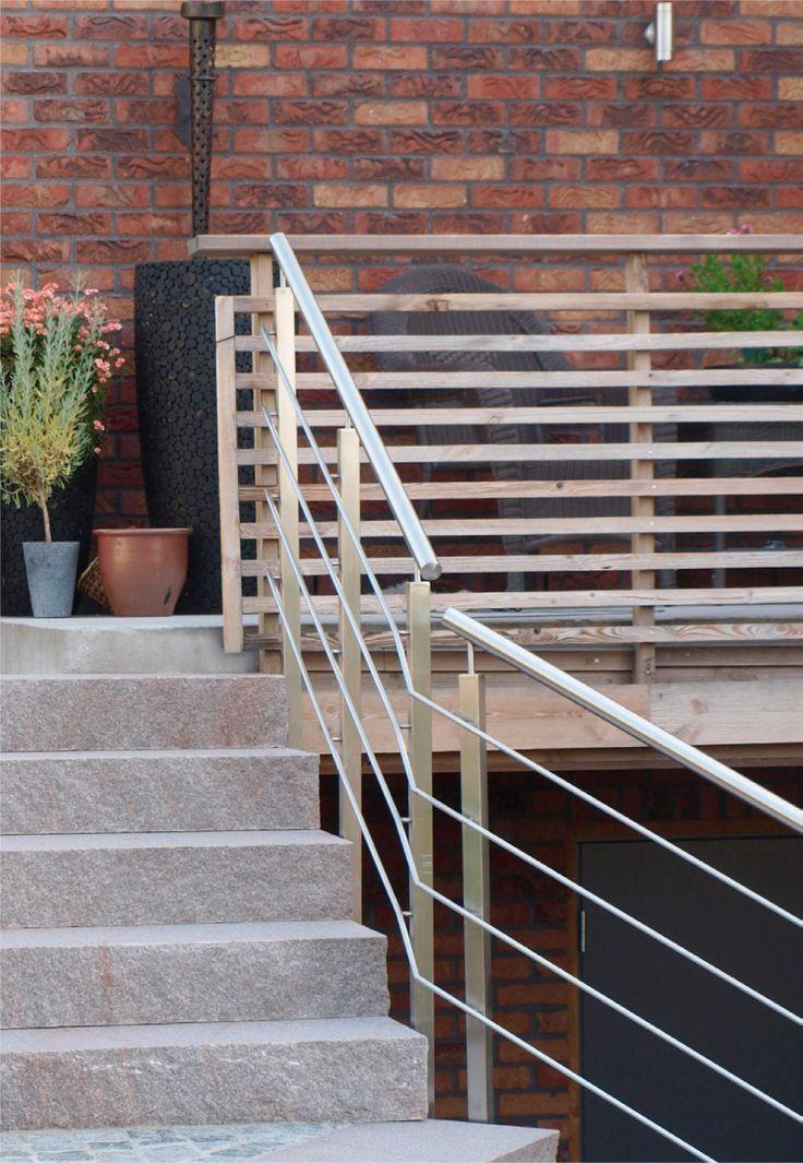 Dersom terrassen ligger mer enn en halv meter over bakkenivå, er det krav om rekkverk. Rekkverket må bygges solid slik at det ikke gir etter for belastning, ...