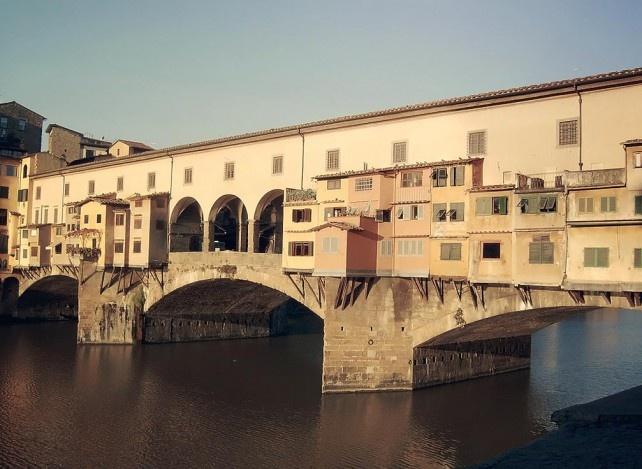 Ponte Vecchio nad niebezpieczną rzeką Arno