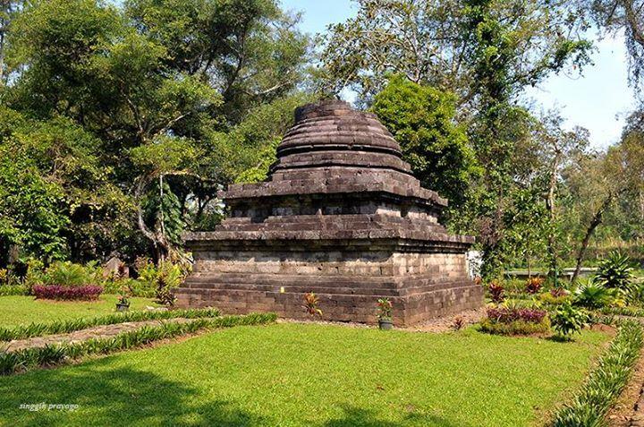 Sumber awan Temple, Malang-East Java