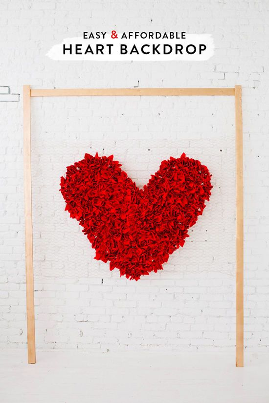 DIY heart backdrop with napkins & chicken wire!
