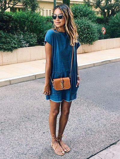 Robe minimaliste en denim + mini sac caramel = le bon mix (instagram Sincerely Jules)