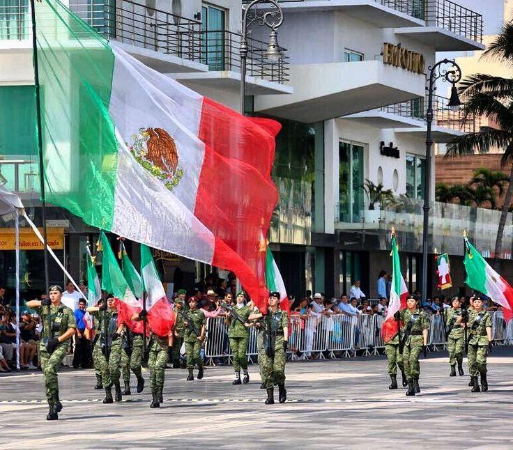 #MeSientoOrgullosoDe nuestra bandera pero más de los Mexicanos hoy se celebró el150 aniversario de la toma y ocupación de la Ciudad de  Veracruz a cargo de las fuerzas Republicanas.  #travel #mexico #malecon #veracruz #trip #travelbymexico #flag #banda #tri #army #bestoftheday #colours #live #sunny #verano #jarochos #armada #army #photooftheday #proud #orgullomexico #bymexico #aniversary #banderamexico #parade