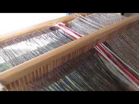 Telar Maria,  enrollando la lana atrás. - YouTube