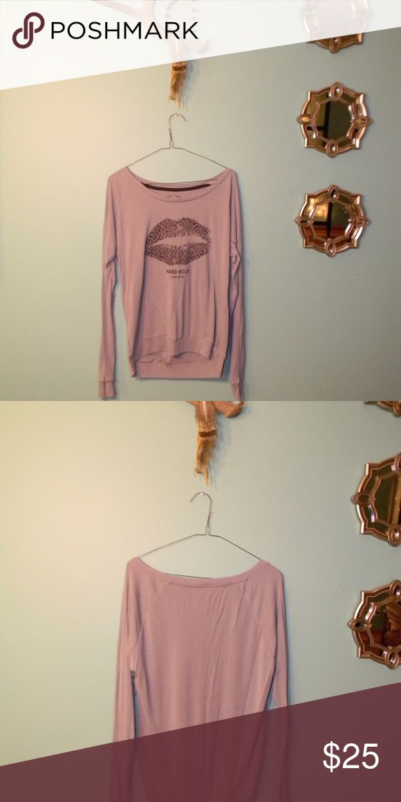 Hard Rock Cafe Toronto light sweater Super cute, NWOT, never worn. Very soft. Cheetah print lips in center of top. True color of top is gray. Hard Rock Cafe Tops Tees - Long Sleeve