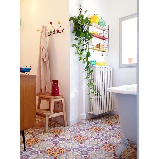 Salle de bain aux carreaux de ciment / Ciment tiles in the bathroom