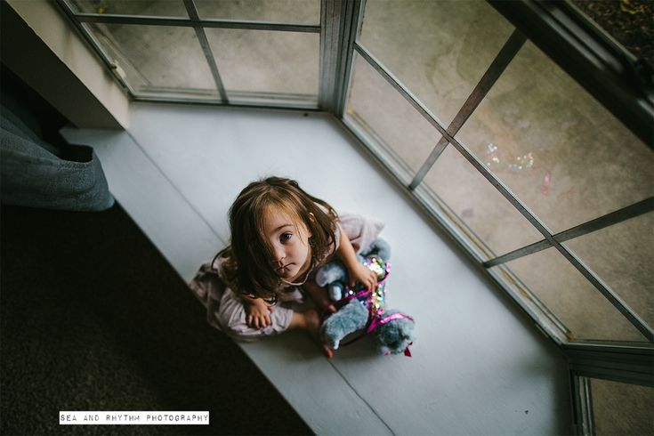 5 TIPS FOR INDOOR PHOTOGRAPHY DURING THE DARK WINTER MONTHS #photography #phototips http://www.clickinmoms.com/blog/5-tips-for-indoor-photography-during-the-dark-winter-months/