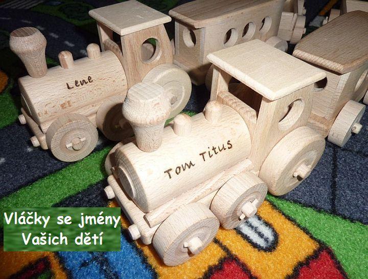 Vláčky ze dřeva s gravírovaným jménem. Na hračky na přání vypálíme jakýkoliv text na Vaše přání. Takto upravená hračka má mnohem vyšší hodnotu pro obdarovaného a zůstane památkou na celý život. Vláčky mají generační životnost. skladem na soly.cz