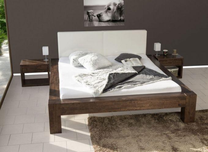 Postel Flores z masivního malajského dubu zaujme svým vzhledem, mohutností a pevnou konstrukcí. Čelo postele může být čalouněné nebo dřevěné. Akční cena postele Flores s čalouněným čelem, 180 x 200 cm (bez roštů a matrací), 37.152,- www.loznice.cz