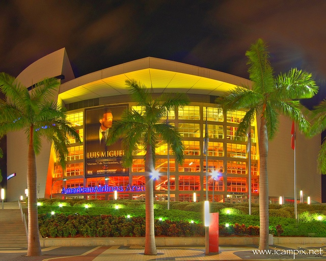 American Airlines Arena, Miami Florida : Where HEAT happens  American Airlines Arena, Miami by iCamPix.Net, via Flickr  http://www.aaarena.com/