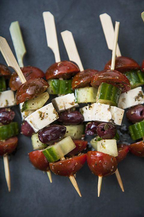 Brochettes de salade grecque   Recettes du Québec