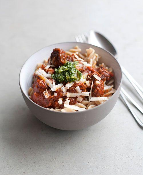 Ragout van varkenswang met basilicumgremolata en pasta |
