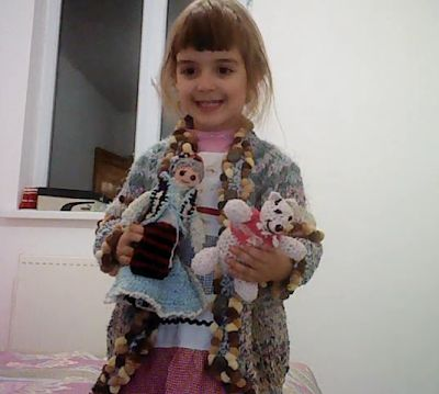 Bine ati venit pe blogul nostru. Va uram lectura placuta!: Jucării, tricotate de bunica: păpușa Ileana și urs...