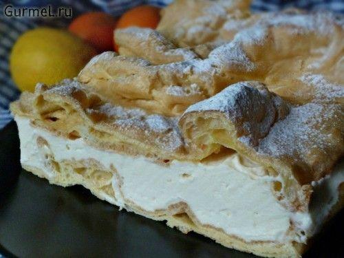 Просто удивлена малоизвестностью этого польского чуда. Пирожок, а скорее — тортик, просто чудо как хорош. Нежный и совсем не приторный. Думаю, если вы рискнёте его приготовить, то сделаете это потом…