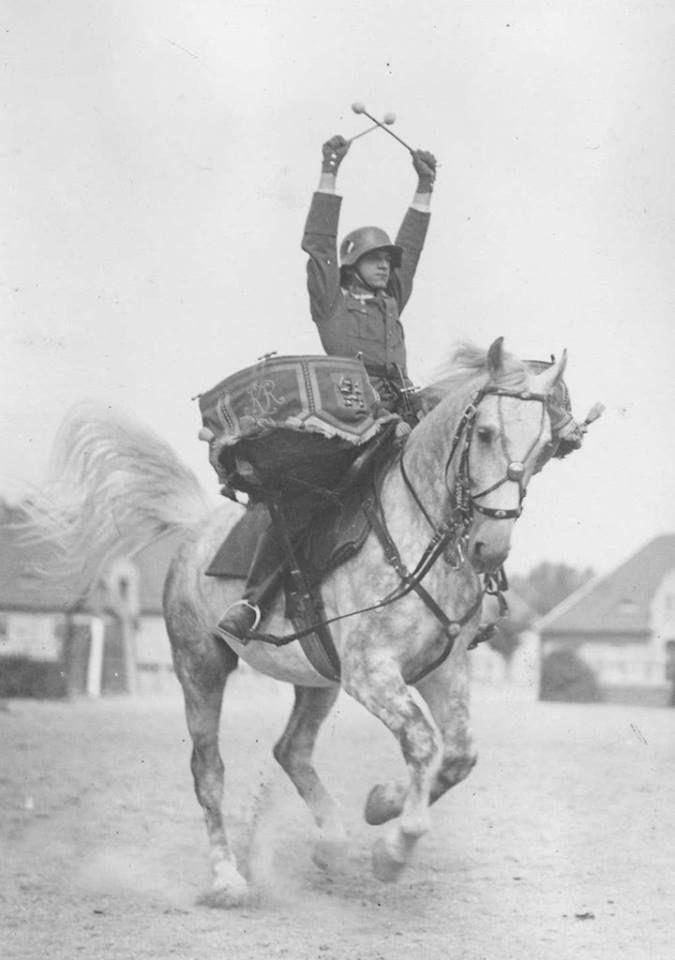 A lovasság dobosa, német hadsereg 1930.jpg (675×960)