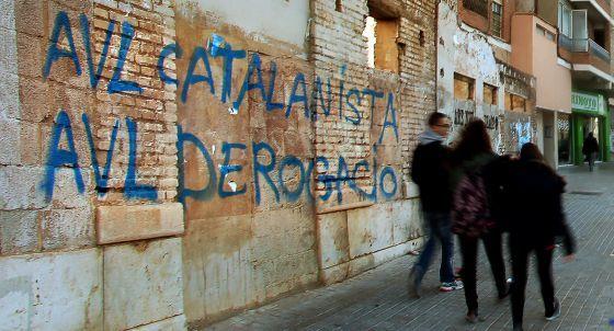 El PP valenciano agita la polémica del idioma en busca del voto conservador