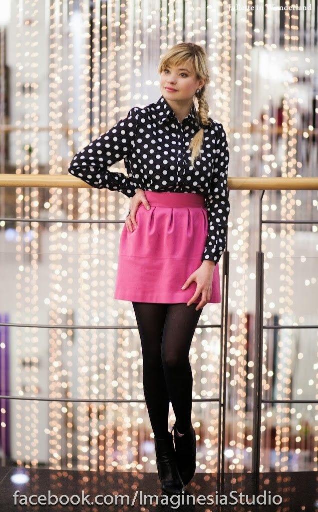 TV interview • Juliette in Wonderland #fetishpantyhose #pantyhosefetish #legs #heels #blogger #stiletto #tan #pantyhose