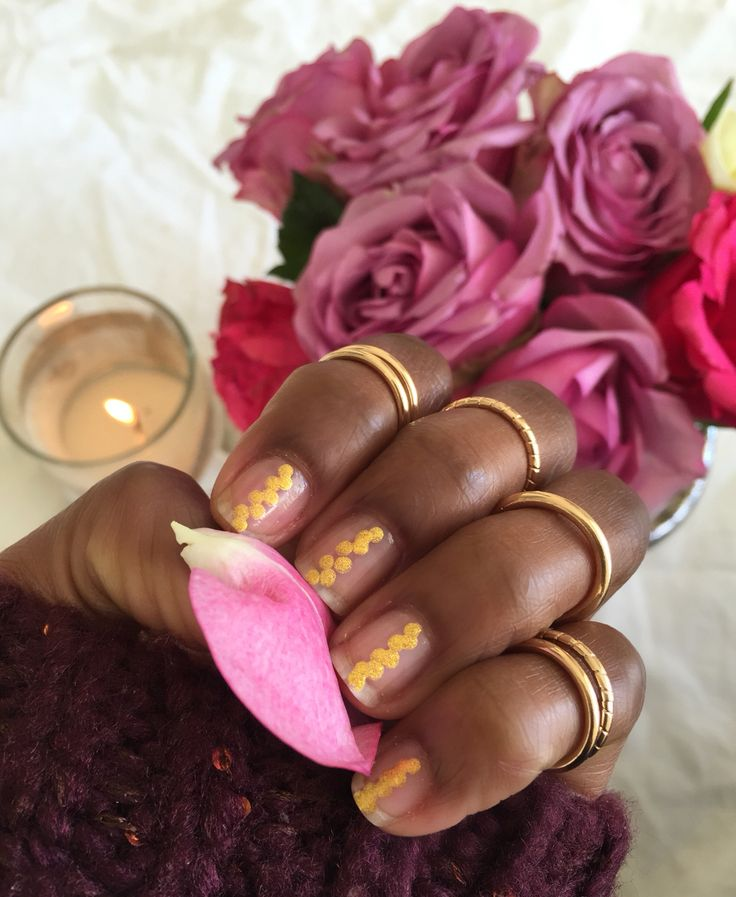 Loving this clear nail trend with hold accent. This is very fall friendly @awynterstyle Instagram