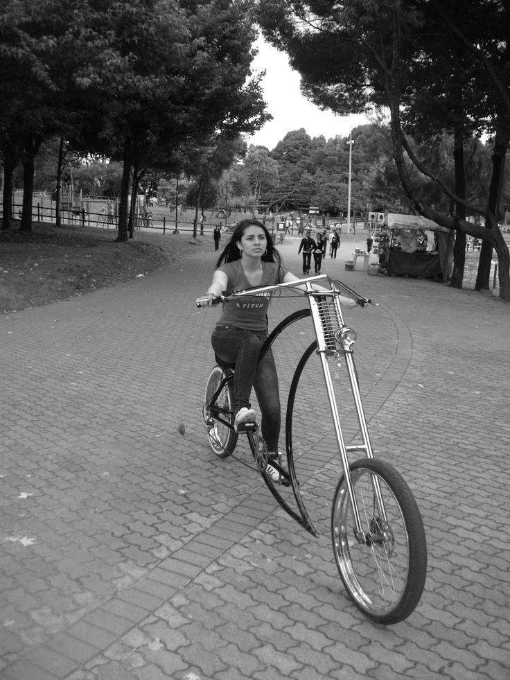 Chopper. Transporte chic (Paula Gonzáles , Tatiana Munera, Karen Hernandez,Oriana Salamanca)