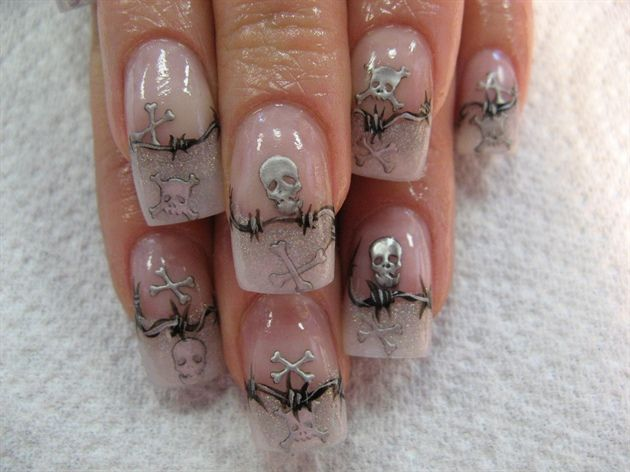 Skull and crossbones nail designNails Style, Skull Nails, Nails Art, Nailart, Fingernail Design, Bones, Nails Tips, Halloween Nails Design, Barbed Wire