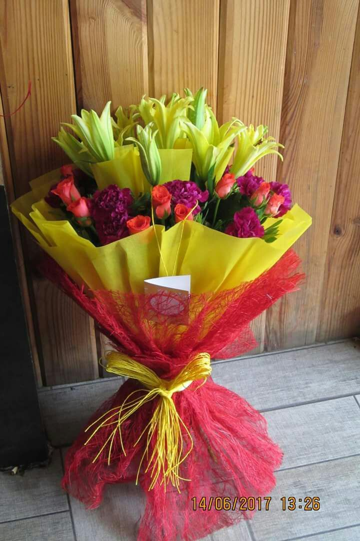 Online Bouquet Delivery in Gurgaon Mumbai. Best Quality, Low Cost and Prompt Delivery Send Flowers to your loved ones and spread happiness. Same day flowers delivery in India.