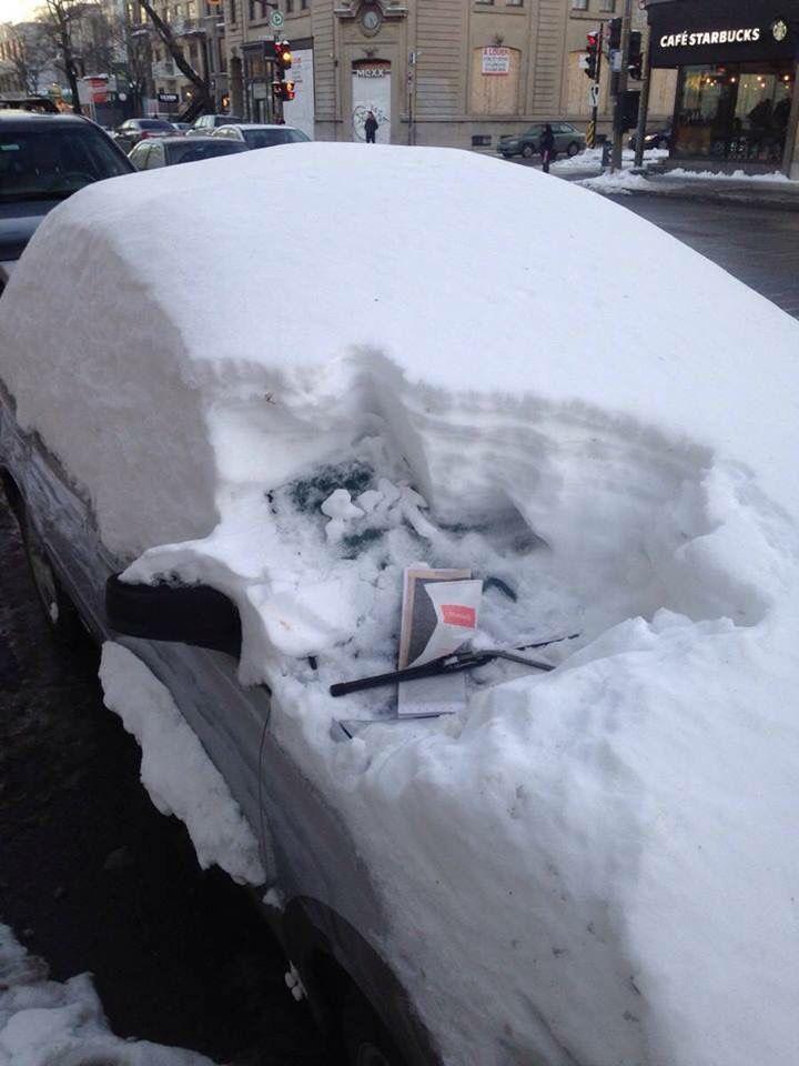 În #marketing, atitudinea şi ambiţia contează!  [ #atitudine ] * #jospalaria ;) * #car under #snow #Romania * #flyer #distribution :))