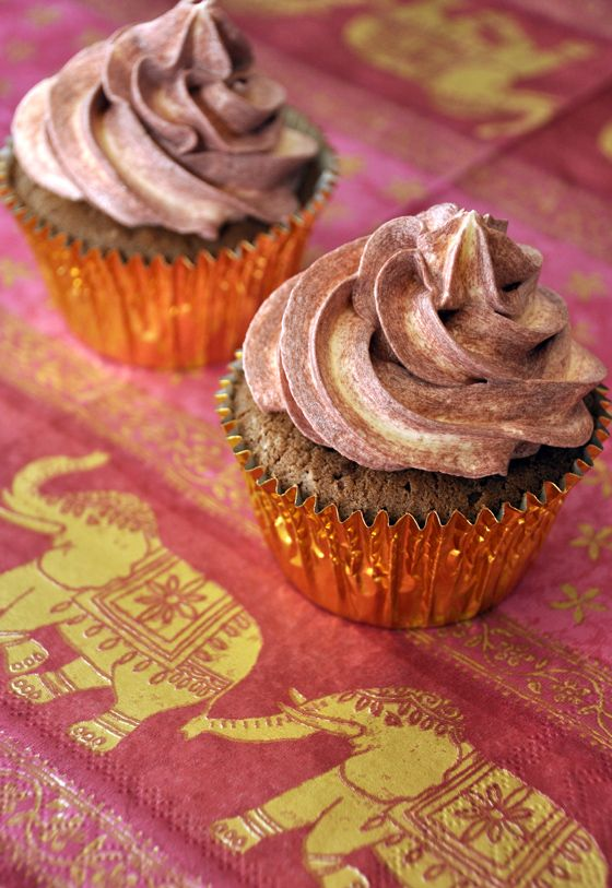 Indian inspired cupcakes: cardamom and chocolate make an amazing combination! (recipe in portuguese)