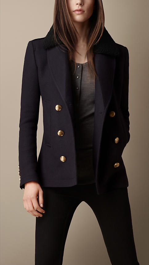 A classic pea coat in a warm wool and cashmere blend twill with detachable shearling topcollar. The textured body is offset by distinctive polished metal buttons. A sharp revere collar complements the fitted silhouette.