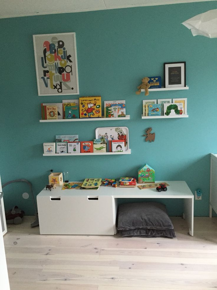 Children's room with Karwei vintage blue paint and IKEA furniture.