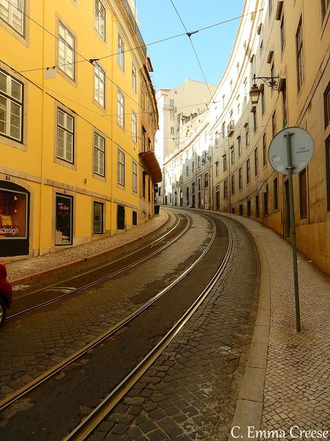 10 things to do on a Lisbon city break   via Adventures of a London kiwi Blog   23/12/2015 ...a week ago I was standing in the sun-dappled Rossio square of Lisbon, wearing sandals, t-skirt and beach skirt, marvelling at 22°C clear blue skies and planning a long-weekend of mischief.. I booked the break last minute, asked around a few travel addicted friends and scanned Pinterest idly on the way to the airport. The question in a new location as ever is what to do... #Portugal