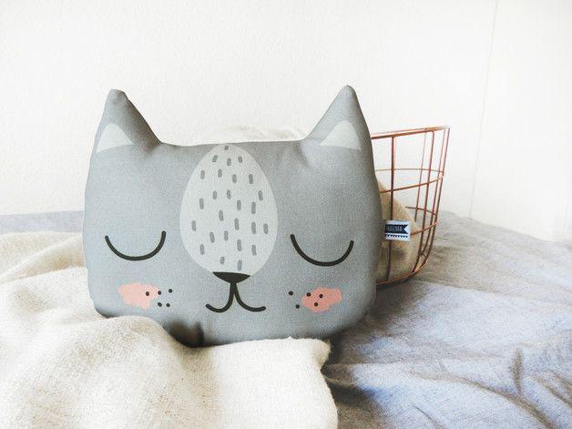 Für Kuscheltiger: Kleines Katzenkissen in Grau / cute cat cushion, cuddle buddy by Maschaa via DaWanda.com