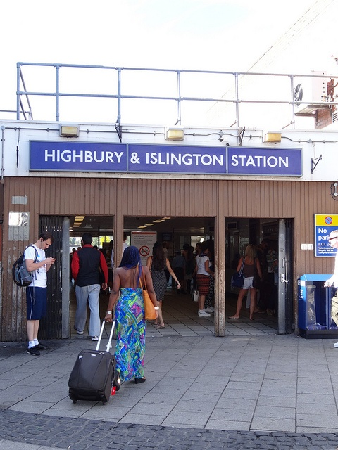 Highbury and Islington Entrance by http://randomlylondon.com