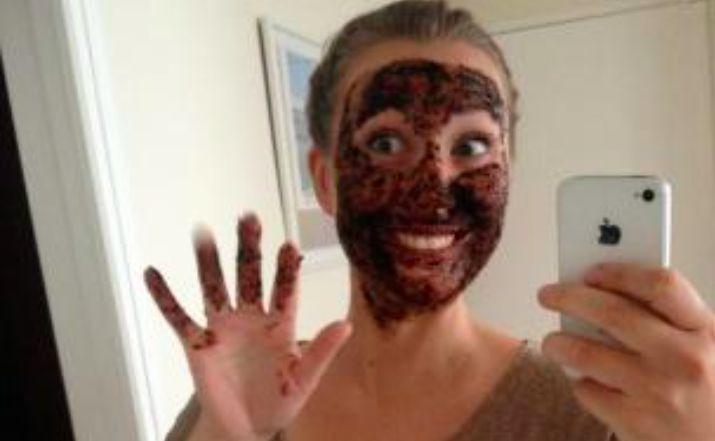 Vous avez mauvaise mine ? Testez ce masque exfoliant au café pour booster une peau fatiguée