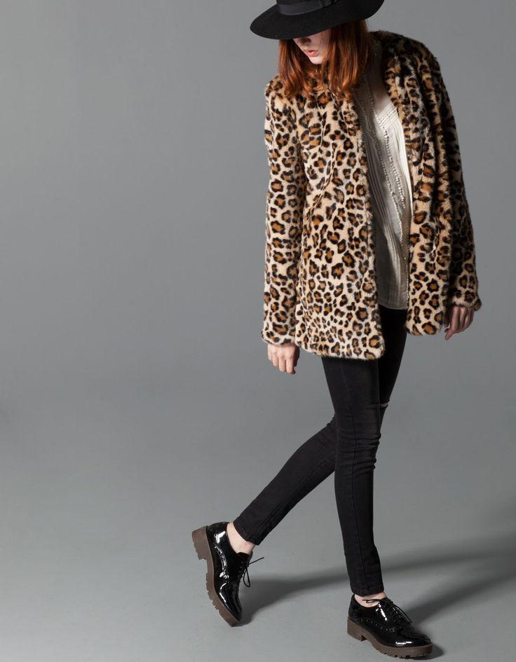 Abrigo pelo estampado leopardo