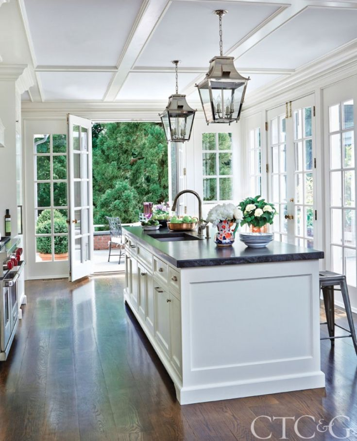When Mayling and William McCormick purchased their Federal-style New Canaan, Connecticut home, they were attracted to its perfect symmetry. The home's original owners fell in love with Homewo…