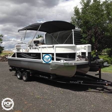 Versatile Tri Toon for both fishing and cruising! Very Low Hours, Like New…