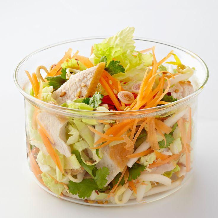 Découvrez la recette salade thaï de poulet au chou chinois sur Cuisine-actuelle.fr.