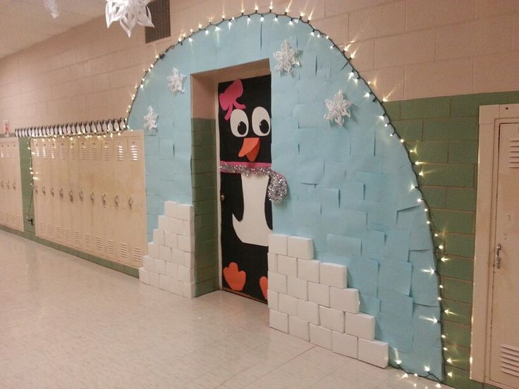 My classroom for the winter door decorating contest for Decoration porte classe etoile