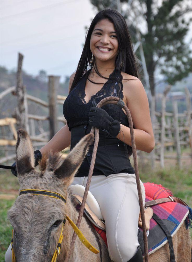 Hermosa- Sexy-Mujer-Paseo-Burro  Horse  Women, Country Girls, Horses-8197