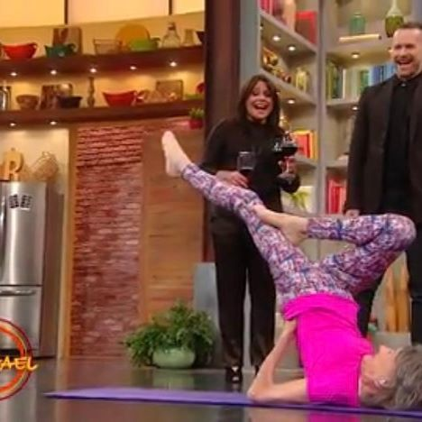 The 98 year old instructor Tao Porchon-Lynch is an inspiration to us all - yoga really is for every BODY and every age! Link in profile to watch the video clip from rachaelrayshow.com  #lifegoals #rachaelray #kiragrace #yoga #beauty #inspo
