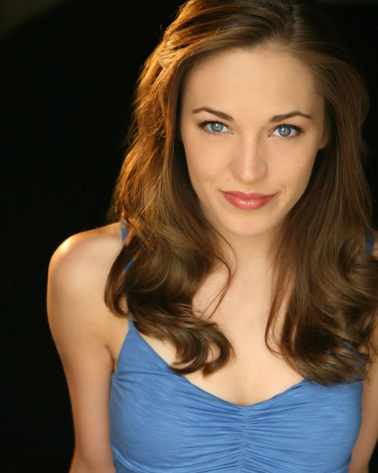 Laura Osnes is such an awesome example of an actress that is successful and yet strong in her faith. SO inspiring! This article is really good...