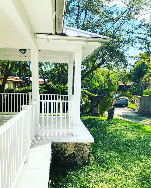 """Good morning☀️ We saw so many wonderful families coming thru the gates of this stunning """"One Acre Plantation Home"""" in West Miami this weekend! We are excited about the future Owner and are praying for the right family to close before 2018! If you or anyone YOU know is interested please message us for a private showing. ✨ #HappyHolidays ✨ #jesusisthereasonfortheseason ✨ #TheCuadraGroup ✨ #MiamiRealEstate 🔑🏡 . 🚩For sale🚩1 Acre Estate plantation style home 🏡Asking $1,389,900.00🏡 📍Miami…"""
