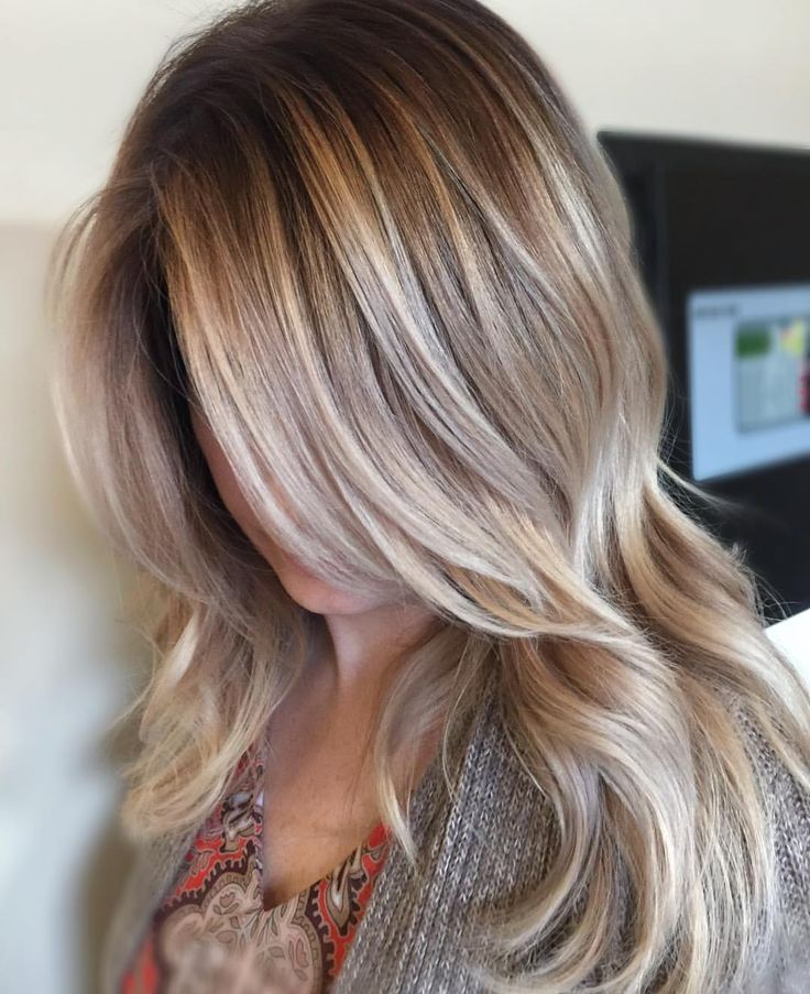Melted her root with wella 7/18 10v • free handed wella Freelights 40 with @olaplex• glossed with Redken shades 9v (my favoriteeeeee) #prettylittleombre
