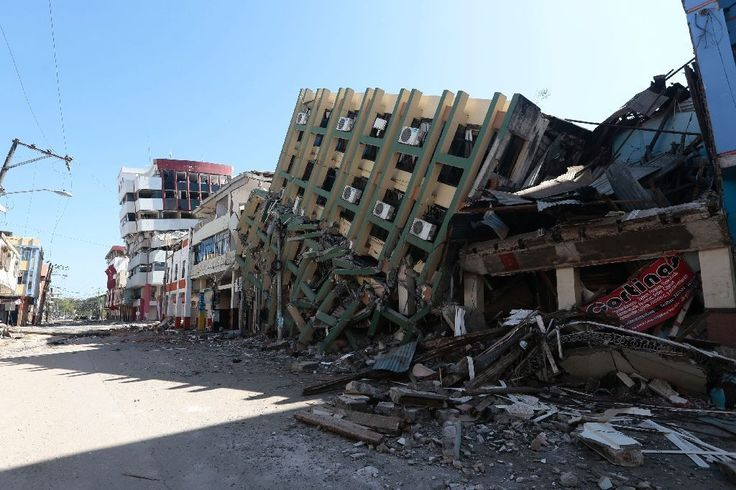 Gempa dahsyat kembali guncang Ekuador  QUITO (Arrahmah.com) - Gempa berkekuatan 61 skala richter (SR) kembali mengguncang wilayah pesisir Equador Rabu (20/4/2016) setelah empat hari lalu dilanda gempa. Gempa di Ekuador memicu kerusakan serta menewaskan hampir 500 orang sedangkan 1.700 orang lain dikabarkan hilang dikutip AFP.  Menurut US Geological Survey (USGS) pusat gempa terbaru yang terjadi pukul 08.33 GMT itu berada di kedalaman 157 kilometer serta terletak 25 kilometer di bagian barat…