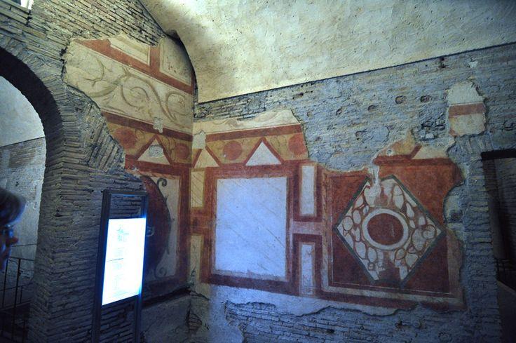 Casa romana del Celio. Basilica dei Santi Giovanni e Paolo, Roma. Gli affreschi del II secolo. Foto di Pavel Otdelnov