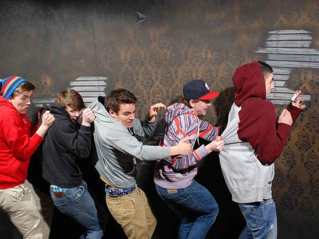 The 44 Best Pictures Of Scared Bros At A Haunted House Of 2013 - BuzzFeed Mobile