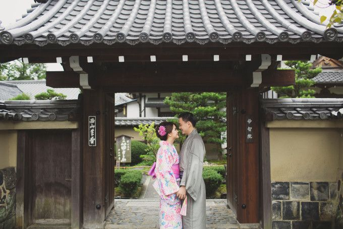 Romantic Engagement Shoot In Beautiful Kyoto | engagement shoot in Edo era is such an inspiration | http://www.bridestory.com/blog/romantic-engagement-shoot-in-beautiful-kyoto